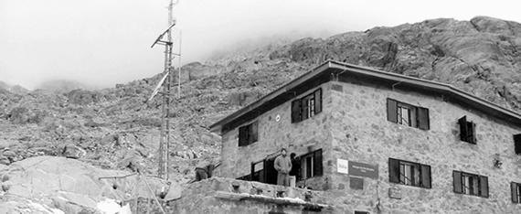 Refugio Elola Blanco y Negro